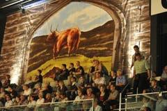 Das Publikum verfolgt die Darbietungen gespannt. (Bild: Hanspeter Schiess)