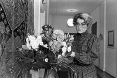 Blumen für Lilian Uchtenhagen 1983, als sie die Nachfolge von Willi Ritschard hätte antreten sollen. (Bild: Keystone)