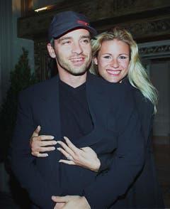 Da waren sie noch glücklich: Schmusesänger Eros Ramazzotti und Michelle Hunziker vor ihrer Hochzeit im Jahr 1998. (Bild: Keystone)