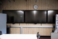 Auf einem dieser drei Bildschirme würde im Katastrophenfall zum Beispiel Nachrichtensender laufen. (Bild: Thi My Lien Nguyen)
