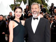 Mel Gibson wurde bei der Scheidung von Ehefrau Robyn um ein paar Millionen ärmer. Nun ist er wieder glücklich mit der blutjungen Rosalind. (Bild: Keystone)