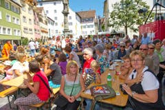 Grossandrang in der Altstadt: Bereits die Proben ziehen das Publikum an. (Bild: Ralph Ribi)