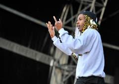 Voll konzentriert und das Publikum im Visier: ASAP Rocky auf der Frauenfelder Open-Air-Bühne. (Bild: Reto Martin)