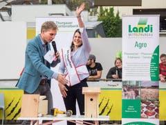 Reto Scherrer und Kandidatin Iris Lieberherr aus Zihlschlacht. (Bild: Hanspeter Schhiess)