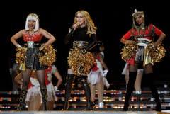 """Platz 3: Madonna. Mit zahlreichen Gästen, darunter Nicki Minaj (l.) und M.I.A. (r.) gab das Material Girl 2012 die Cheerleaderin. Und schloss mit ihrem Hit """"Like A Prayer"""", (Bild: Tannen Maury (EPA))"""