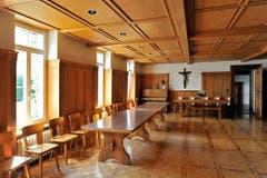 Stühle in Reih und Glied: Das Refektorium des Kapuzinerklosters. (Bild: Hanspeter Schiess)