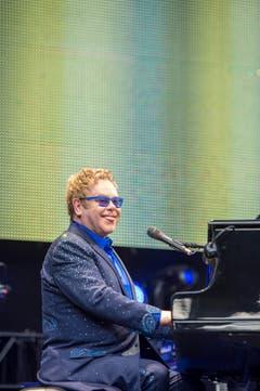 Elton John hatte sichtlich Freude beim Konzert. (Bild: Urs Bucher)