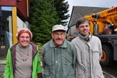 Dominik Lauchenauer (rechts) und das Ehepaar Brüschweiler. (Bild: Markus Schoch)