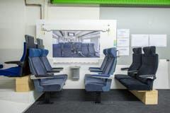 """Die Maquette des Triebzugs """"Giruno"""" von Stadler Rail in Bussnang. Der Hochgeschwindigkeitszug """"Giruno"""" der SBB nimmt erste Formen an. Hersteller Stadler Rail hat zusammen mit der SBB ein 1:1 Holzmodell gebaut, um die verschiedenen Bereiche des neuen Zuges (Bild: Urs Bucher)"""