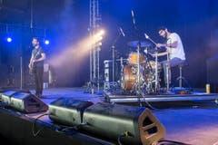 Yannick Gächter (Gitarre) und Sven Wüst von Pedro Lehmann bei ihrem Auftritt am OpenAir. (Bild: Luca Linder)