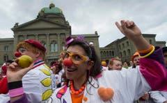 Die Spitalclowns machen auf ihrer Tour de Suisse Halt in Bern. (Bild: Keystone)