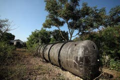Ein Pestizidtank auf dem Gelände der ehemaligen Chemiefabrik in Bhopal: Noch immer ist der Boden rund um die Fabrik verseucht (Aufnahme von 2009). (Bild: Keystone)