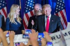 Donald Trump mit Tochter Ivanka an einer Wahlkampfveranstaltung. (Bild: Keystone)