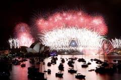 Bilderbuchkulisse zum Jahreswechsel in Sydney. (Bild: Keystone)