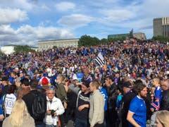 30 Minuten vor Beginn des Viertelfinals gegen Frankreich beim Publick Viewing in Island. (Bild: Marion Loher)