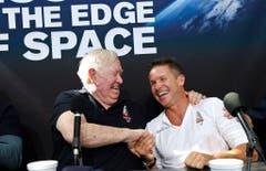 Der neue und der alte Rekordhalter: Felix Baumgartner (r.) und sein Mentor Joe Kittinger. (Bild: Keystone)