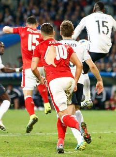 Zum anderen hatten die Schweizer im Spiel gegen Frankreich Pech mit ihren Leibchen. (Bild: Keystone)