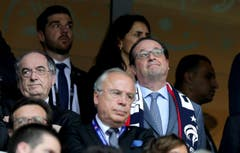 Der Französiche Präsident Francois Hollande auf der Tribüne in Lille. (Bild: Mohamed Messara / Keystone)