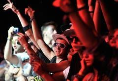 Yasiin Bey aka Mos Def auf der Bühne - das Publikum entflammt am Bühnenrand. (Bild: Reto Martin)