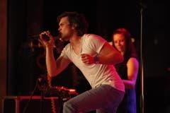 Der Sänger von Neckless in Aktion. (Bild: Hanspeter Schiess)
