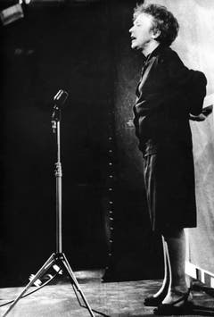 Am 26. September 1962 sang Edith Piaf von der ersten Etage des Eiffelturms herab für ganz Paris. (Bild: Keystone)