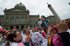 Spitalclowns aus aller Welt sind in Feierlaune. (Bild: Keystone)