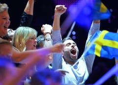 Grosser Jubel bei der schwedischen Delegation über den Sieg von Mans Zelmerlöw. (Bild: Keystone)