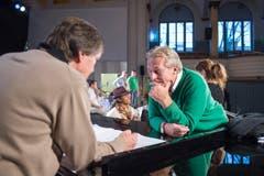 Pepe Lienhard bespricht sich mit seinem Freund und Sänger Pino Gasparini. (Bild: Urs Bucher)