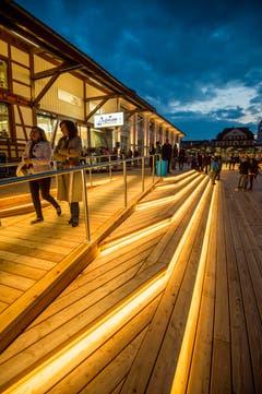 Romanshorn hat mit der Plattform eine neue Art von Hafenpromenade erhalten. (Bild: Reto Martin)