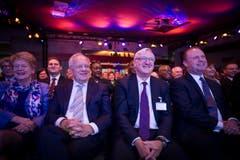 Bundesrat Johann Schneider-Ammann mit Peter Voser und Joseph Muscat in den Zuschauerreihen. (Bild: Urs Bucher)