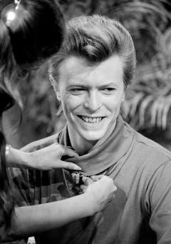 Bereit fürs TV: David Bowie macht sich bereit fürs Frühstücksfernsehen (1980). (Bild: Keystone)
