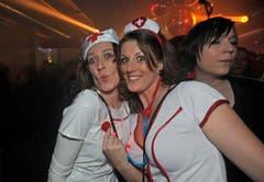 Zwei Krankenschwestern an der Bechtelisnacht in Frauenfeld. (Bild: Reto Martin)