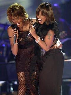 Diven unter sich: Zusammen mit Mary J. Blige steht Whitney Houston 2002 in Las Vegas auf der Bühne. (Bild: Keystone)
