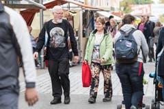 Weinfelden TG - Die ersten Besucher schlendern durch den Jahrmarkt der Wega in Weinfelden. (Bild: Thi My Lien Nguyen)