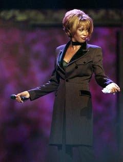 Whitney Houston beherrscht die Bühne und den Mix von Soul und Pop, hier 1998 in Las Vegas. (Bild: Keystone)