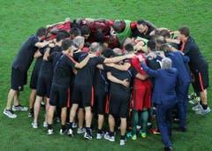 Das Portugiesische Team bespricht sich vor der Verlängerung. (Bild: Keystone)