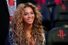 Beyoncé hat gleich eine ganze Liste von Wünschen. So muss die Temperatur in ihrer Garderobe exakt 22,2 Grad betragen und nach dem Auftritt müssen Eiswürfel zum Kühlen des Halses bereit stehen. Ausserdem soll die Sängerin nur aus Titanium-Strohhalmen trinken. (Bild: Keystone)