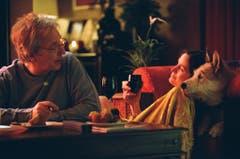 """Ein Bild aus """"Snow Cake"""" mit den Hauptdarstellern Alan Rickman, links, and Carrie-Anne Moss. (Bild: Keystone)"""