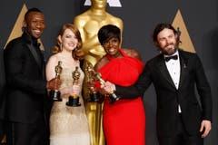 Die fantastischen Vier, v. l.: Mahershala Ali (Bester Nebendarsteller), Emma Stone (Beste Hauptdarstellerin), Viola Davis (Beste Nebendarstellerin) und Casey Affleck (Bester Hauptdarsteller). (Bild: Paul Buck/Keystone)