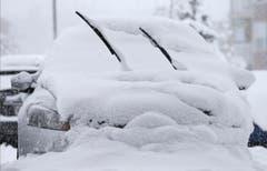 Ein eingeschneites Auto in Zionsville, Indiana. (Bild: Keystone)