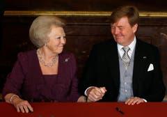 Beatrix ist wieder Prinzessin, ihr ältester Sohn Willem-Alexander ist nun König. (Bild: Keystone)