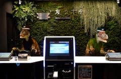 Grusel ist Programm: Eingecheckt wird im Henn na Hotel bei Roboter-Dinos. (Bild: FRANCK ROBICHON (EPA))