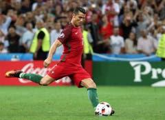 Cristiano Ronaldo traf im Penaltyschiessen für Portugal. (Bild: OLIVER WEIKEN (EPA))