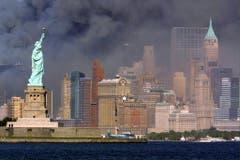 Rauchverhangener Himmel über Manhattan am 11.September 2001. (Bild: Keystone)