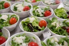 Die Salate der Gate Gourmet. (Bild: Ralph Ribi)