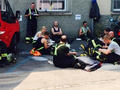 Stärkung für die Feuerwehrleute. (Bild: Daniel Wirth)