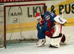SCH-Goalie Markus Bachschmied musste in der NLA-Saison oft hinter sich greifen. (Bild: Keystone)