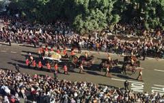 10'000 Leute säumen den Leichenzug von Prinzessin Diana vom Kensington Palast zur Westminster Abbey. (Bild: Barry Bachelor/EPA (London 6. September 1997))