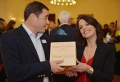 Preisträgerin Mona Vetsch und Jurypräsident David Angst. (Bild: Reto Martin)