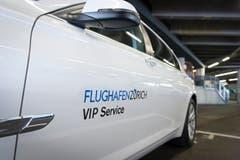 Wichtige Leute, oder solche, die es sich leisten können, werden mit einem eigenen VIP-Service abgeholt. (Bild: Ralph Ribi)